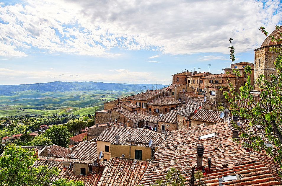 Volterra: a medieval city and a true Tuscan pearl